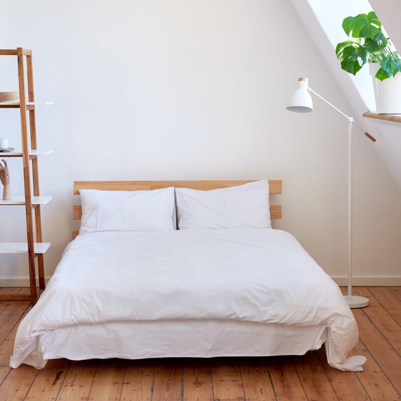 Lav din egen seng ud af IKEA-reoler