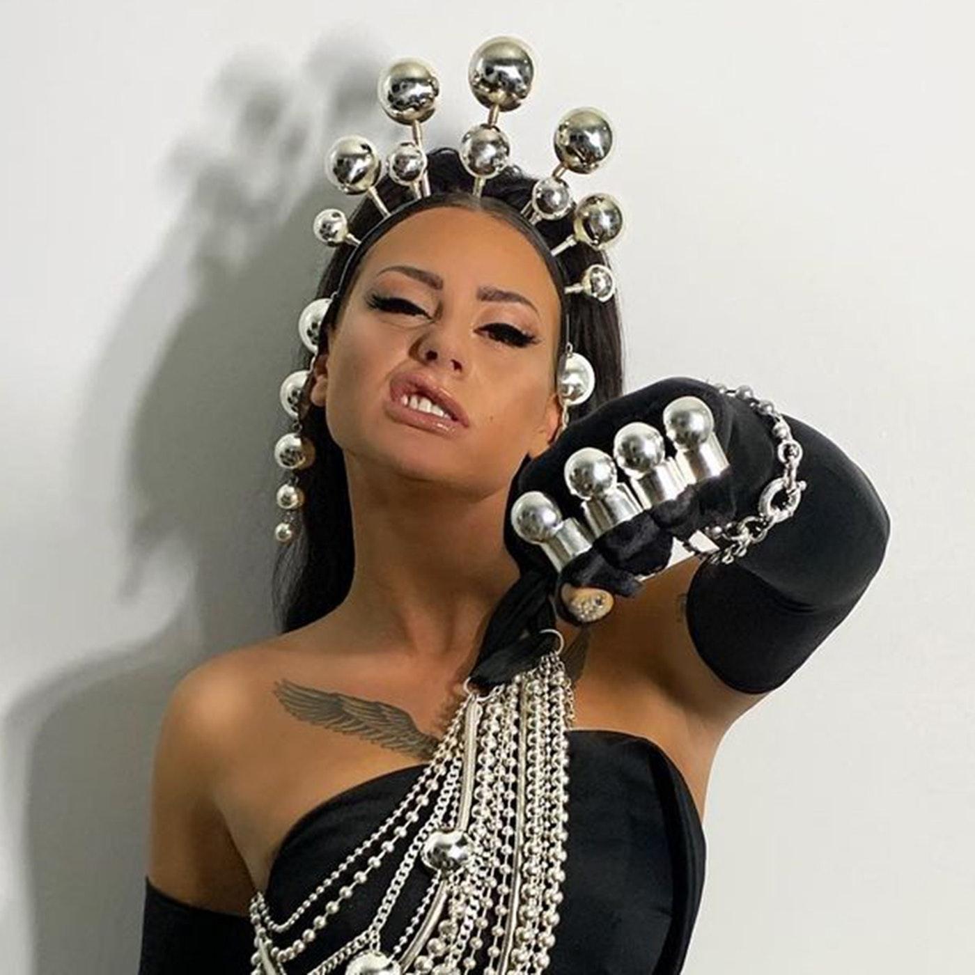 Danmarks rapdronning Tessa er kendt for hendes hårde girlpower tekster – så hårde, at hun ikke turde spille sin musik for sine forældre.