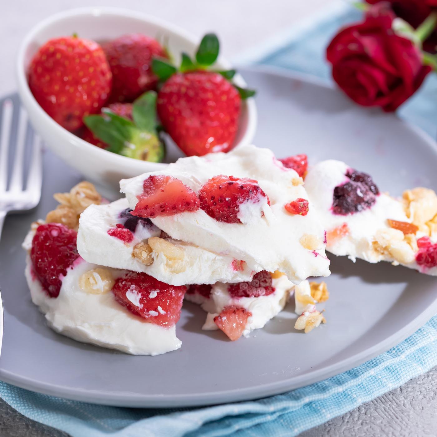 Sådan laver du det populære frossen yoghurt-bark fra TikTok