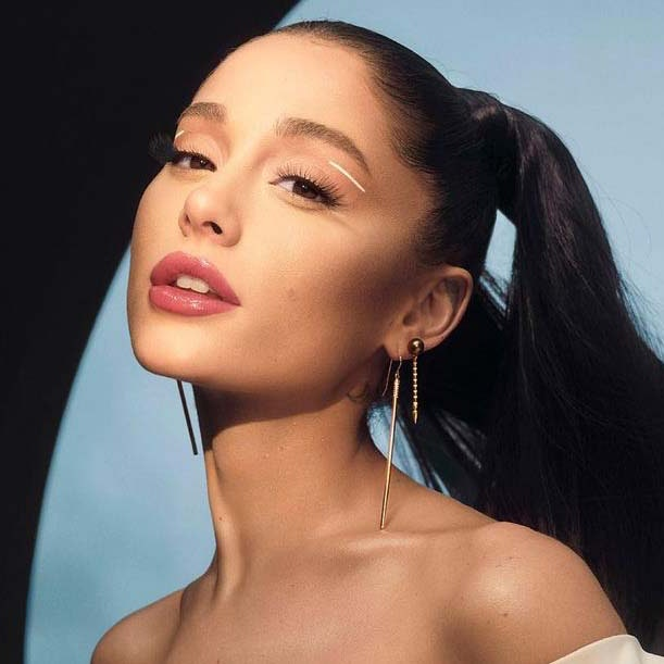Ariana Grande lancerer nyt brand