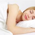 Pige kender beautyhacks og kan sove længe