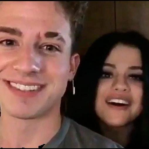 """Selena Gomez er ikke med i videoen til hende og Charlie Puths sang """"We dont Talk Anymore"""". Se her, hvorfor."""