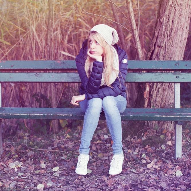 Pige der keder sig i sin efterårsferie