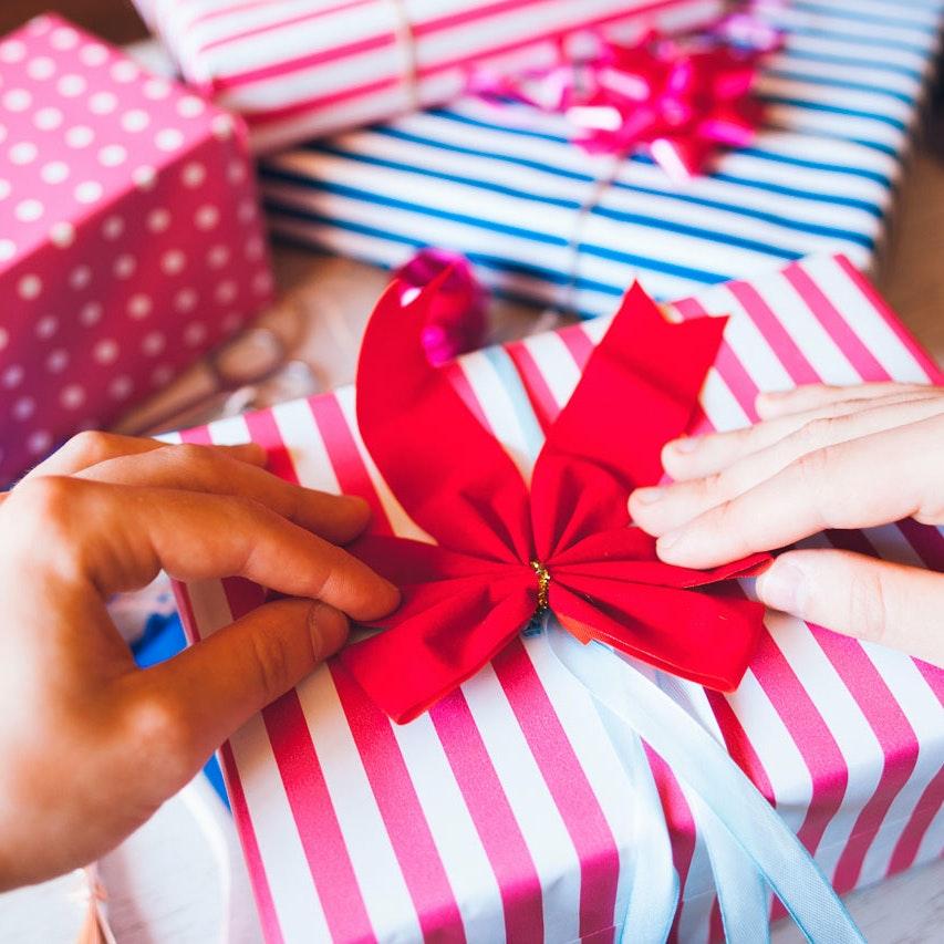 Pak dine gaver fint ind