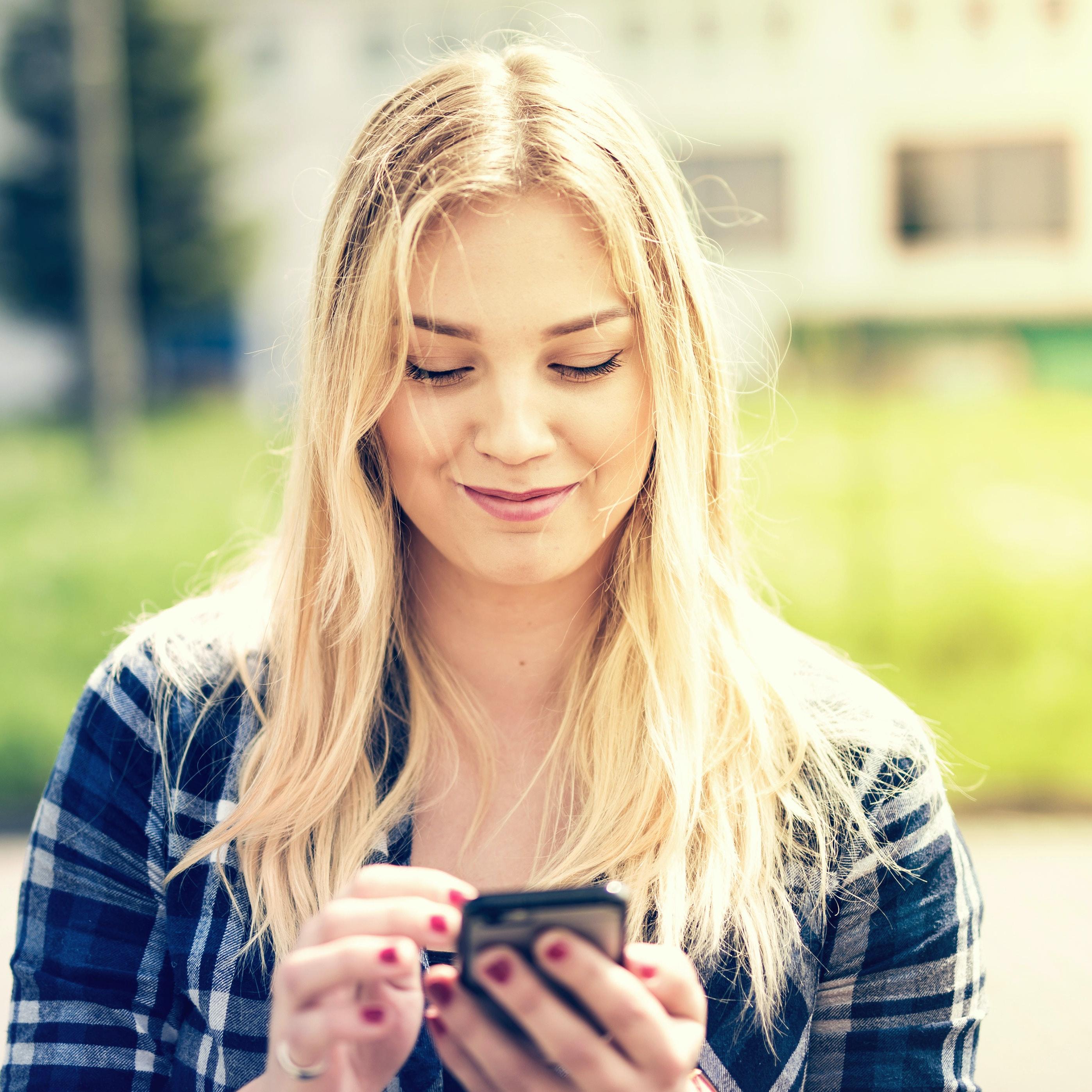 Pige på messenger